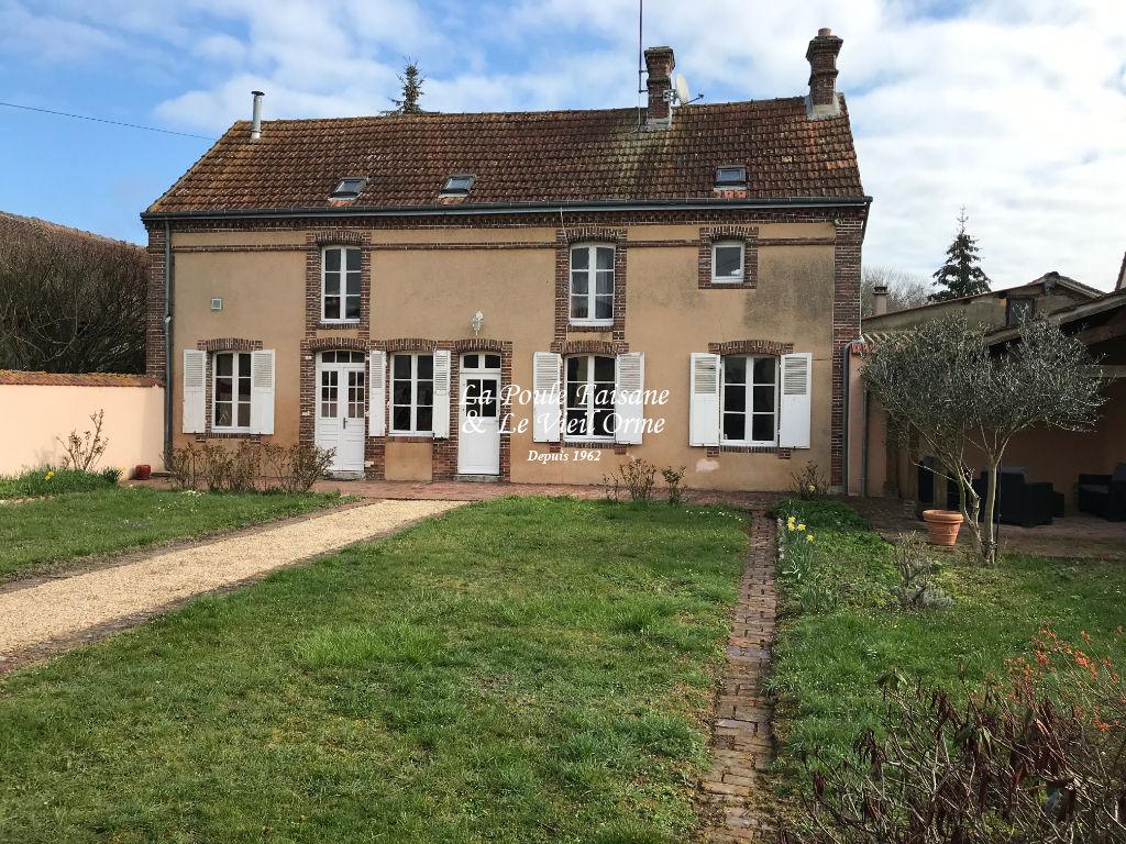 Maison ancienne proche NOGENT LE ROI, coeur de village