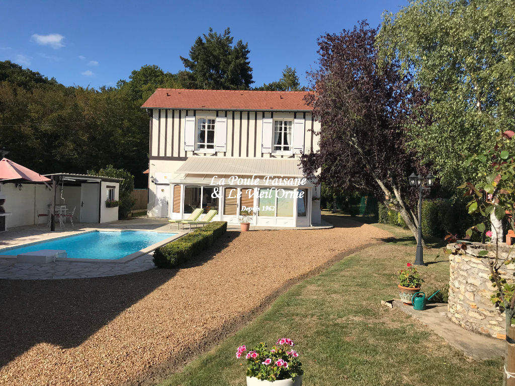 Proche RAMBOUILLET, maison de style anglo normand